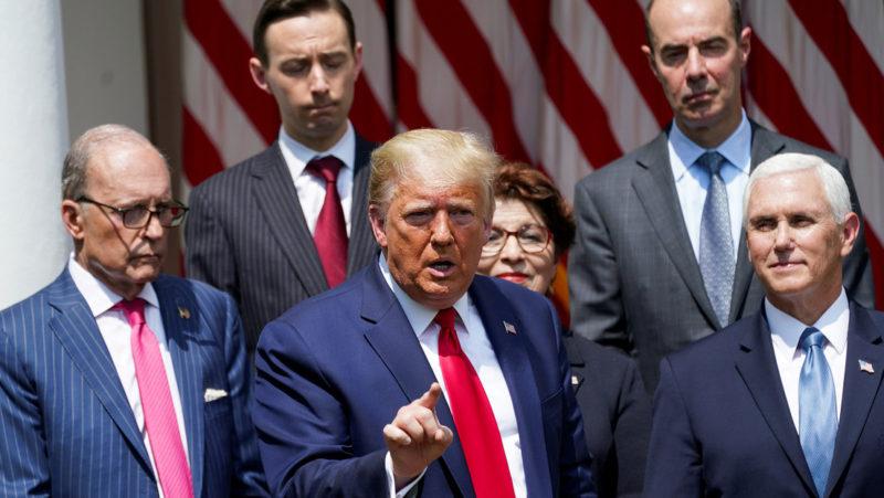"""Video: Cae el desempleo 13.3% al crearse 2.5 millones de puestos de trabajo. Trump dice que es """"un gran día"""""""