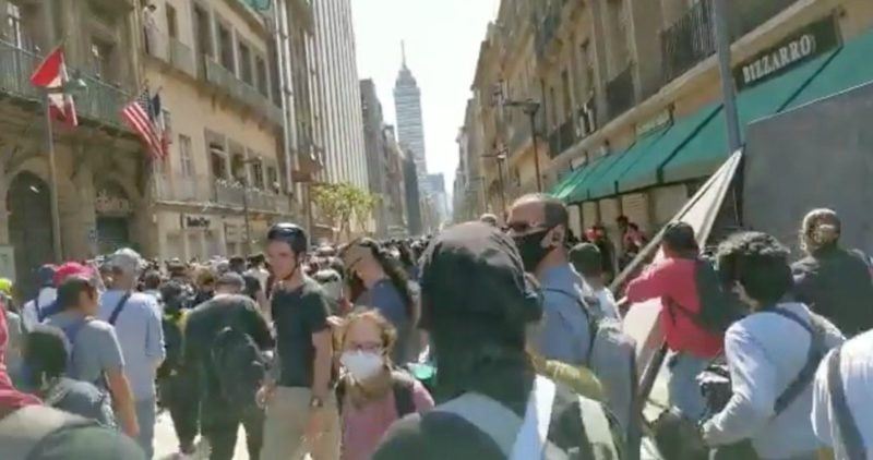 Videos: La marcha contra violencia de la policía llega al Centro Histórico. Encapuchados destrozan y saquean