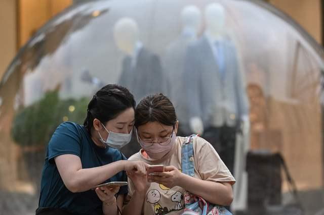 China pide a ciudadanos de Pekín no salir y vuelve a cerrar escuelas