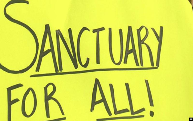 """Corte Suprema propina un revés a Trump y respalda leyes """"santuario"""" de California"""