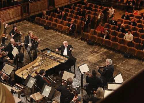 Poco a poco, la música de concierto y la ópera empiezan a sonar en vivo