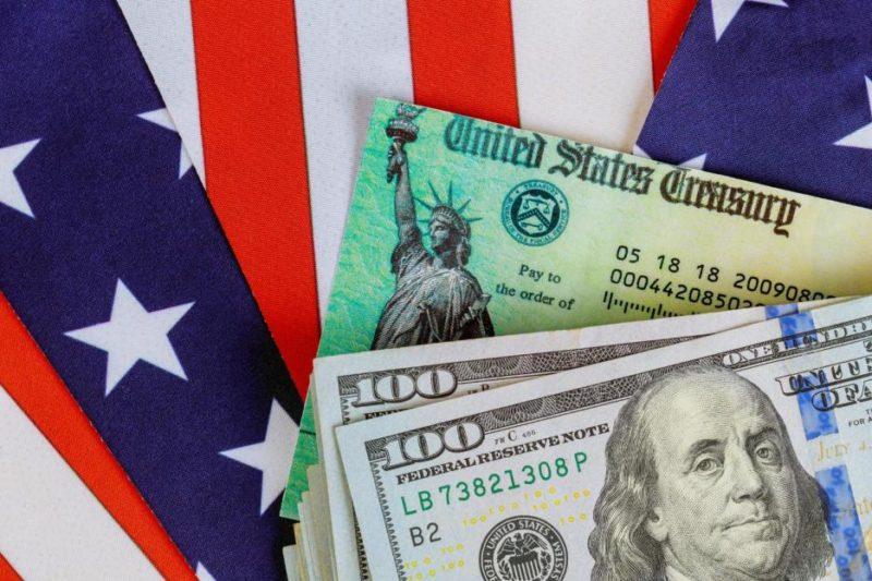 Mientras se prepara un segundo pago de estímulo económico, en California miles aún esperan el primero. ¿Qué hacer para reclamarlo?