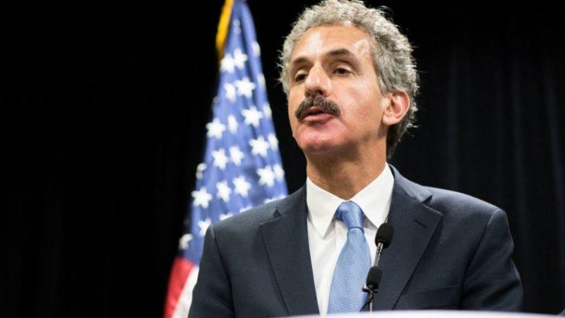 Arrestados en Los Angeles por violar toque de queda no enfrentarán proceso penal, dice el Fiscal