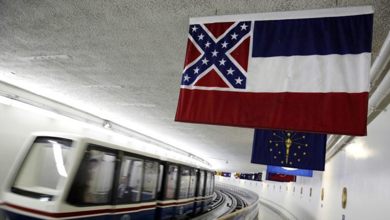 Misisipi vota a favor de eliminar el emblema confederado de la bandera del estado