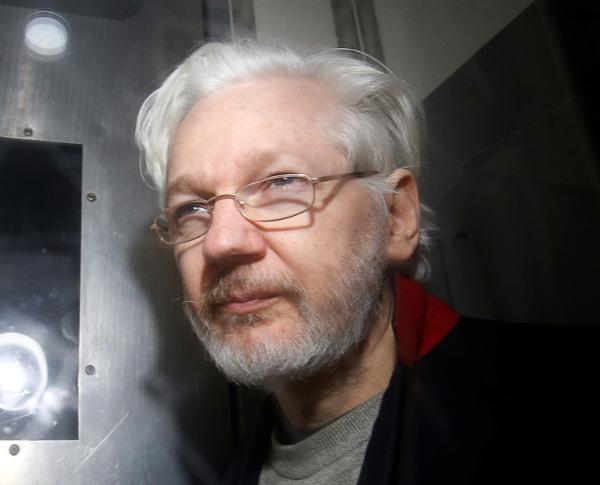 Nuevos cargos contra Assange: lo acusan de conspirar con Anonymous y otros 'hackers' afiliados Publicado: