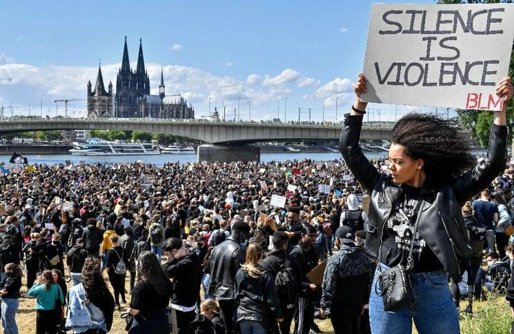 Videos: Cientos de  miles protestan en Europa y Australia para apoyar las marchas en EU contra la brutalidad policiaca