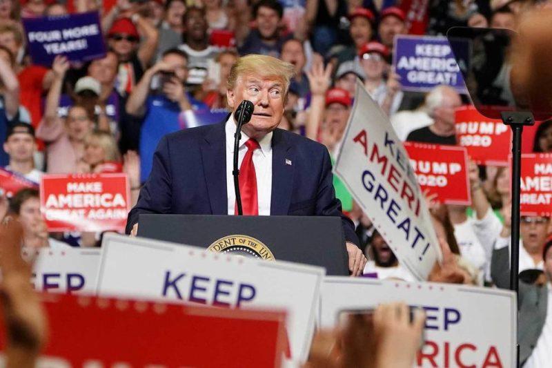 """Trump inaugura su campaña de reelección en estadio semivacío. Se lanza contra manifestantes contra el racismo y los califica de """"anarquistas"""" y """"turba radical"""" que destruye """"hermosos monumentos"""""""