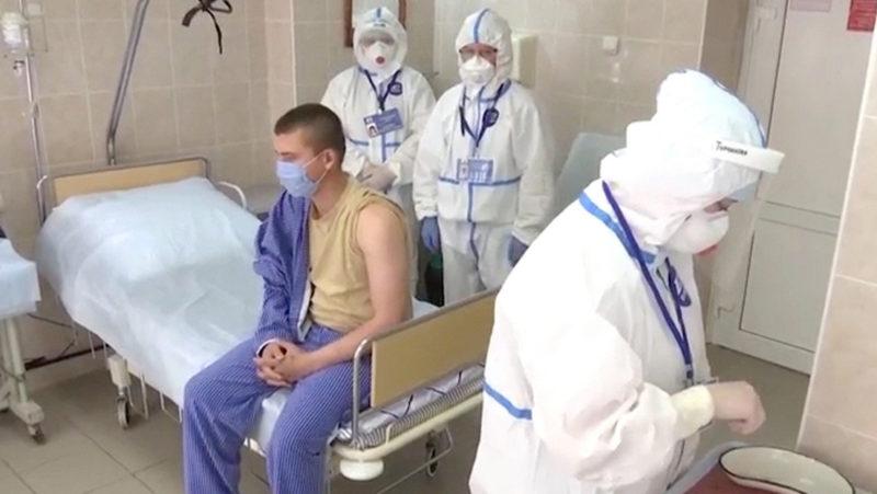 """Video: """"Se sienten bien"""" los voluntarios que recibieron una vacuna experimental contra el covid-19 en Rusia"""
