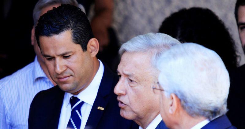 """Video: """"No he ido ni iré a reuniones de seguridad"""", decía Diego Sinhue. Hoy, frente a AMLO, se dobla… El Marro, debilitado. Más seguridad en Salamanca y su refinería"""