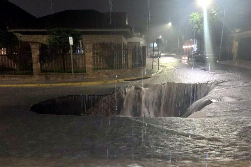 """Más de 7 horas de aguaceros ininterrumpidos en Nuevo León por """"Hanna"""" causan severos daños y obligan a suspender labores este lunes"""