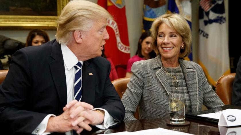 Trump presiona para que las escuelas del país abran en otoño, pese al aumento de COVID-19. Y acusó: tienen razones políticas los que quieren que sigan cerradas
