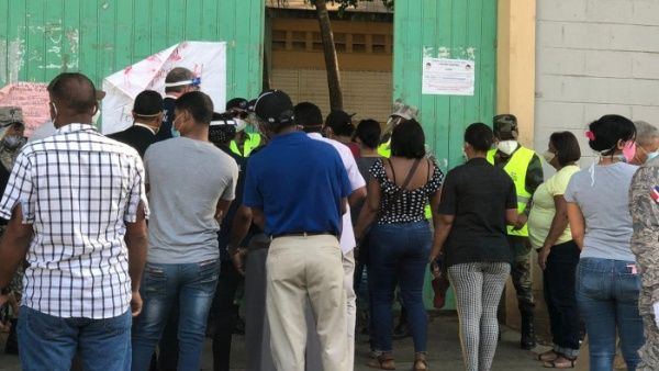 Avanzan comicios presidenciales y de Congreso en Dominicana con gran afluencia de electores; Abinader, favorito