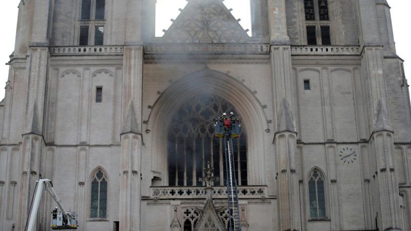 Videos: Incendio en la histórica catedral de Nantes, cuya construcción, iniciada en 1434, duró 500 años