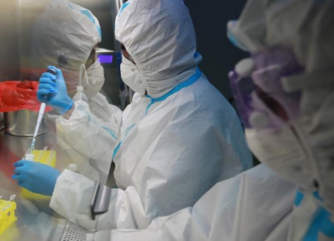 """India dice que lanzará la vacuna contra la COVID-19 """"a más tardar el 15 de agosto""""; acelera ensayos"""