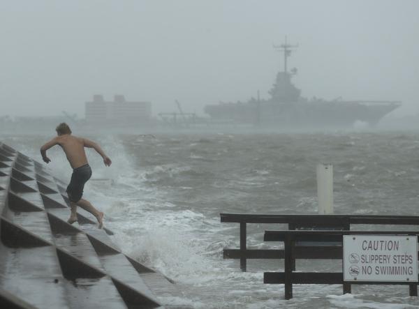 Videos: Primeras imágenes de los efectos del huracán Hanna tras tocar tierra en Texas. Trump monitorea la situación