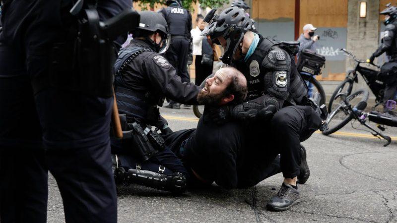 Video: Incesante brutalidad policiaca contra manifestantes