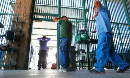 Los estragos del COVID en los 221 centros de detención para migrantes en EU
