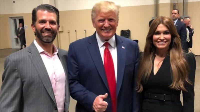 Asesora de Trump y novia de su hijo mayor da positivo a COVID-19