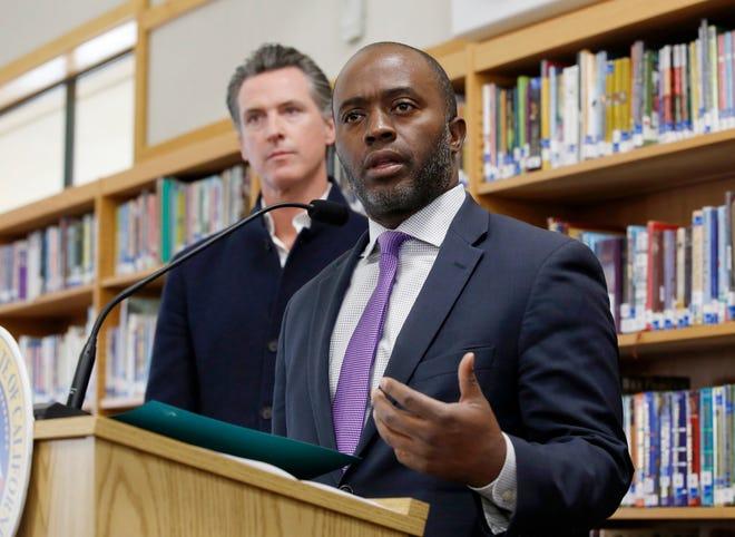 El 97%5 de los estudiantes K-12 de California iniciarán el ciclo escolar con clases virtuales a consecuencia del coronavirus, anuncia el titular de Educación, Tony Thurmond