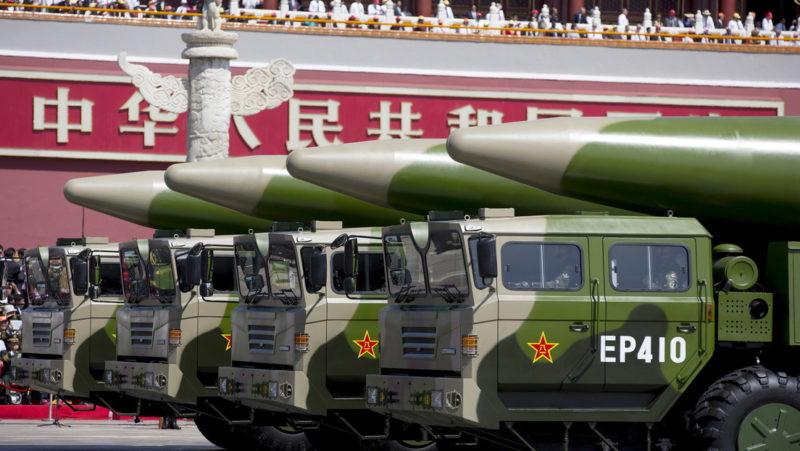Pekín habría lanzado 2 misiles balísticos 'asesinos de portaviones' al mar de China Meridional, tras la incursión de un dron de EE.UU. en la zona