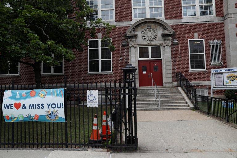 Tras haber sido epicentro de la pandemia, Nueva York se prepara para reabrir las escuelas, reporta el gobernador Cuomo