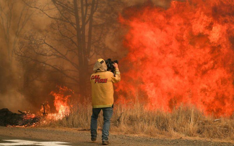 Ejército y Guardia Nacional ayudan en la extinción de los incendios forestales de California