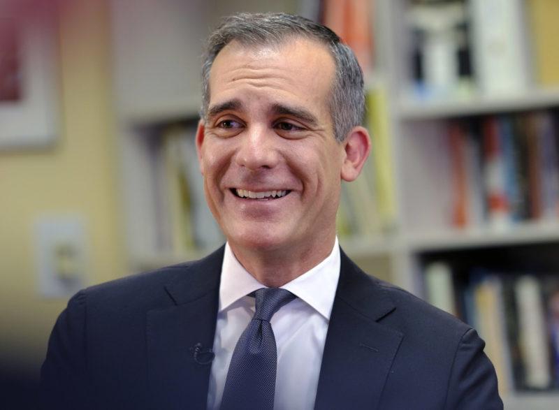 El alcalde Garcetti asegura que Los Ángeles está cerca de salir de la lista de vigilancia por coronavirus
