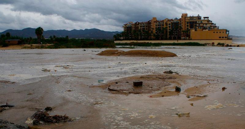 """El huracán """"Genevieve"""" azotó la zona turística de BC con vientos fuertes y aguaceros torrenciales"""
