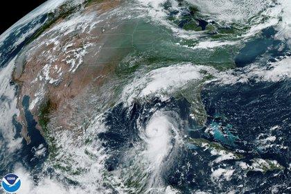 El huracán Laura alcanzó la categoría 4 y podría generar olas de casi 5 metros de altura en costas de Texas y Luisiana