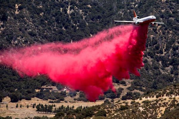 Video: Cerca de 8,000 personas evacuadas y más de 20,000 acres quemados por el incendio Apple en el sur de California