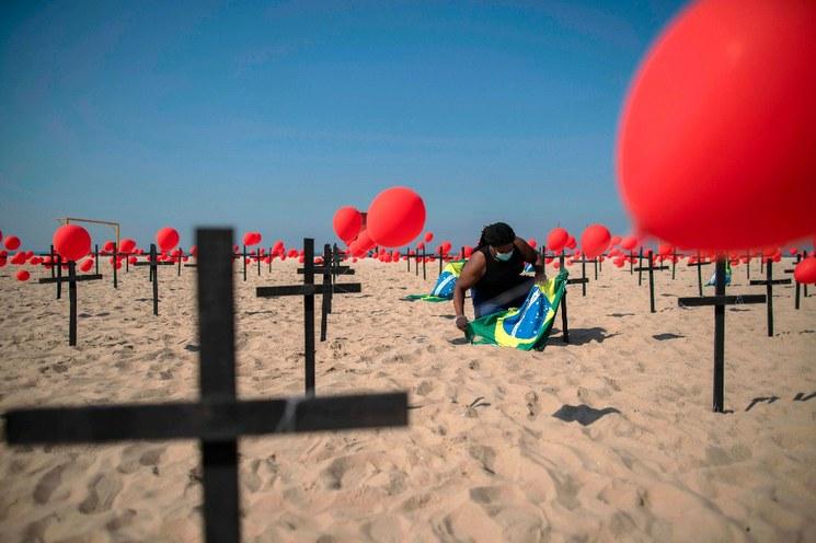En el continente americano, EU y Brasil, por encima de los cien mil muertos por COVID-19