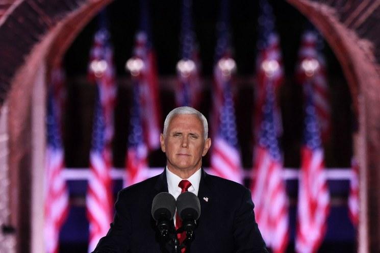 Video: Noche de adulaciones a Trump, quien embelesa al Partido Republicano