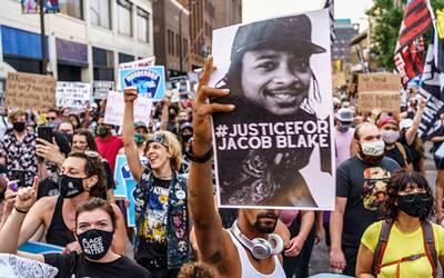 Videos: La familia del baleado afroamericano Jacob Blake lideró una protesta contra la discriminación racial. Trump visitará a la convulsa Kenosha