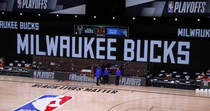 Video: Jugadores de la NBA realizan boicot y no se presentan a juegos deplayoffs en protesta por el ataque de policías blancos al afroamericano Jacob Blake