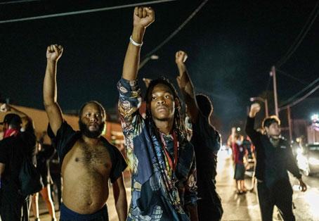 Amainan disturbios en Kenosha; en Portland se reavivan