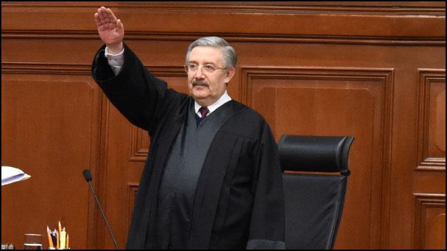 El ministro Aguilar llegó con Calderón, se consolidó con Peña Nieto y estuvo en aquella boda famosa que congregó a la élite. Hoy declaró inconstitucional la consulta para juicio a expresidentes