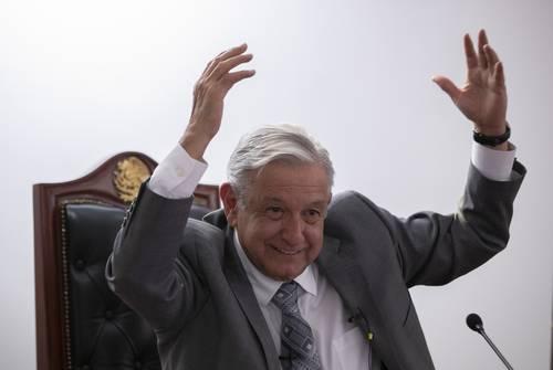 """AMLO: diluye el apoyo popular embates de mis adversarios """"La transformación se torna viable cuando se finca en la soberanía"""", expresa a La Jornada"""