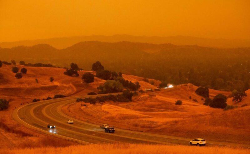 Ya son 24 muertos por los incendios, que han alcanzado la cifra récord de 3.2 millones de acres