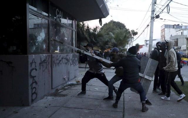 Enfrentamientos en Colombia dejan 10 muertos y 400 heridos