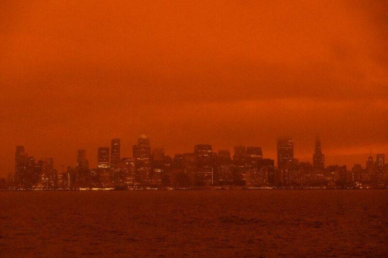 Lo peor de los incendios forestales está por llegar a California, afirman meteorólogos