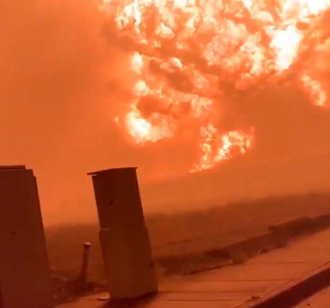 """Video: Captan enorme bola de fuego en Oregón. Confirman la """"destrucción sustancial"""" de cinco localidades por incendios"""