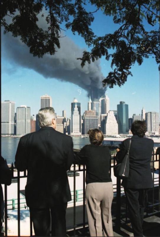 Honores a maestros de Nueva York que el 9/11 salvaron a miles de alumnos de la catástrofe, en aquel escenario de caos, desesperación y miedo