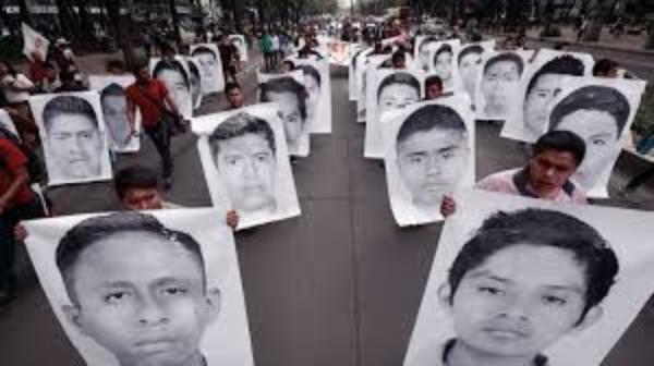 """Familias de los 43 de  Ayotzinapa exigen cárcel para Peña Nieto y su Gabinete: """"Se burlaron de nosotros"""""""