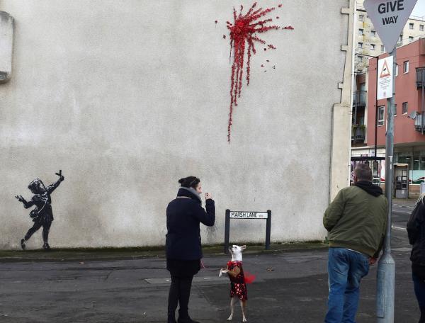 Videos: Banksy pierde una batalla legal por una de sus obras más famosas al no querer revelar su identidad