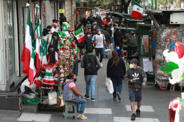 """""""Grito"""" y desfile, sin público por la pandemia, informa AMLO. Pide que desde los hogares se vean ambos eventos patrios"""