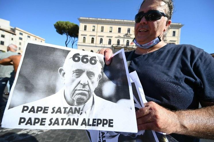 Protestan en Italia contra vacunas y uso de mascarillas