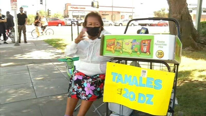 La comunidad apoya vendedora de tamales de 80 años, víctima de un robo en Fresno