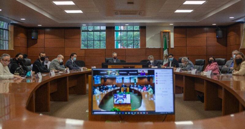 López-Gatell sostiene reunión con farmacéutica encargada de ensayos de la Sputnik V en México