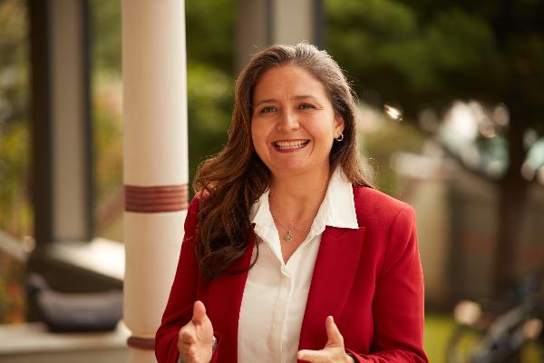 Patricia Castellanos, apoyada por maestros, el alcade Garcetti y la clase trabajadora, es atacada por magnates pro chárter en campañas sucias con argumentos risibles