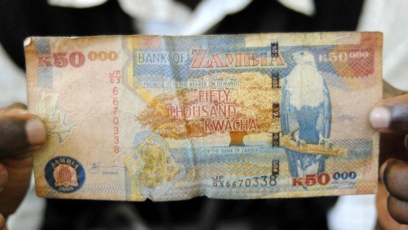 Zambia, primer país que pide moratoria de pagos de la deuda de seis meses
